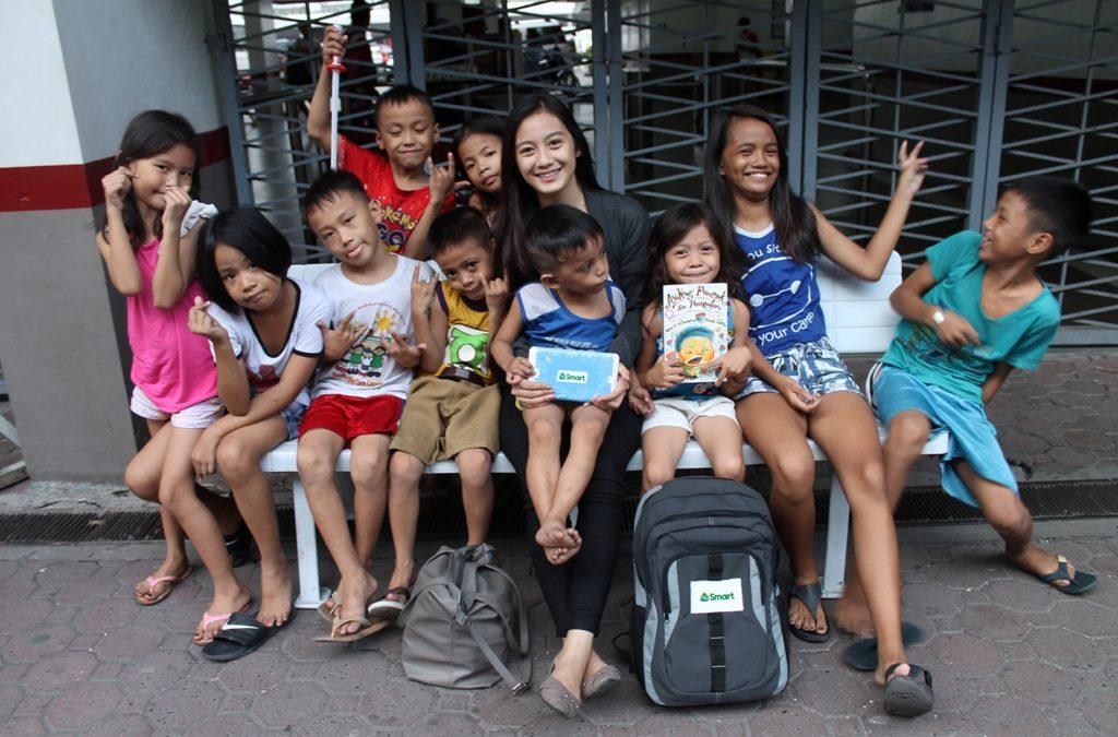 Smart storytelling ambassador celebrates 19th birthday with street kids