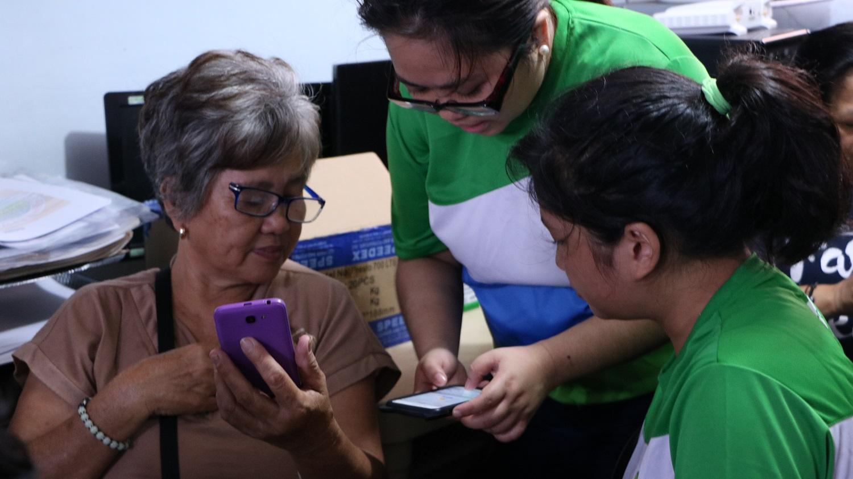 Senior moms unlock joys of Messenger, YouTube in Smart Millenniors